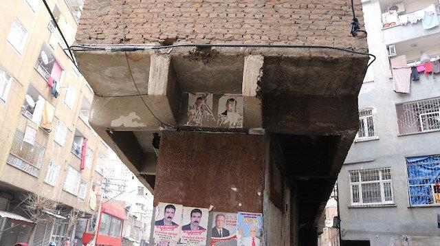 Diyarbakır'da bir garip bina: Tek kolon üzerine inşa edilen bina depremde hasar almadan ayakta kaldı