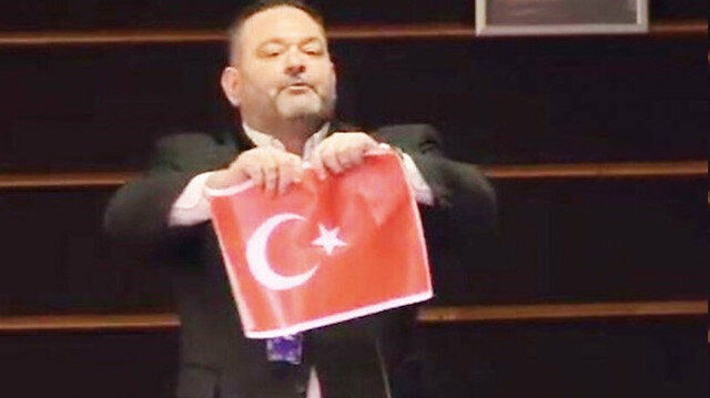 Irkçı Yunan ceza alacak