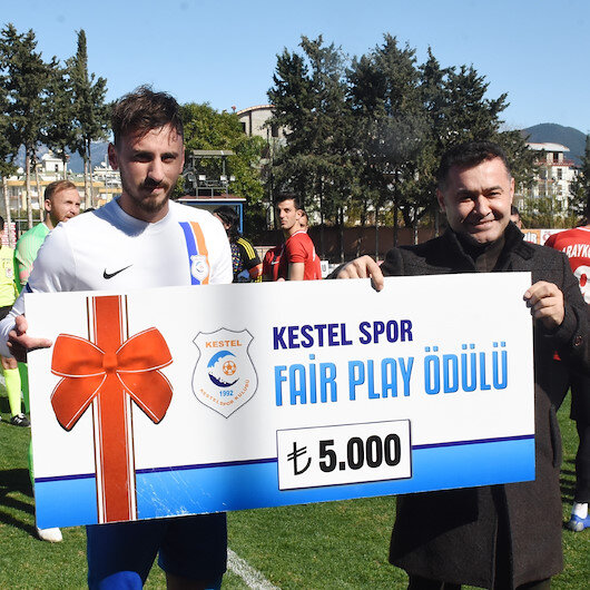 Centilmen futbolcu para ödülünü Mehmetçik Vakfına bağışladı