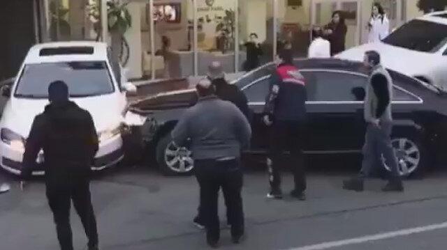 Rahatsızlanan sürücü park halindeki araca defalarca çarptı
