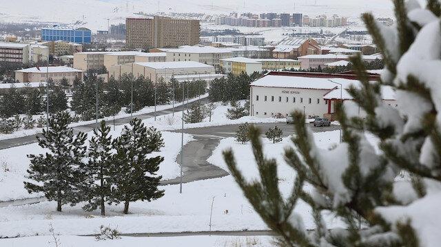 Cumhuriyet Üniversitesinde eğitime kar engeli