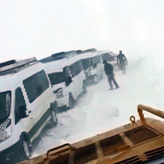 Öğrenci servisleri karda mahsur kaldı