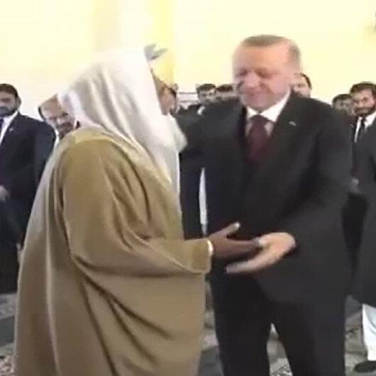 """Cuma'da Erdoğan'a """"İmamımız ol"""" ısrarı"""