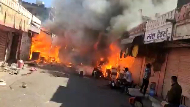 Hindistan'da havai fişek dükkanında yangın