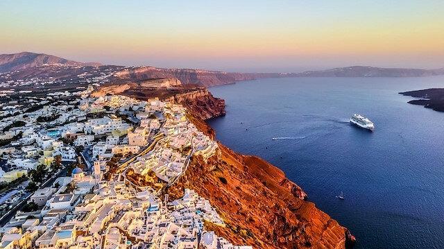 Ege'nin romantiği: Santorini