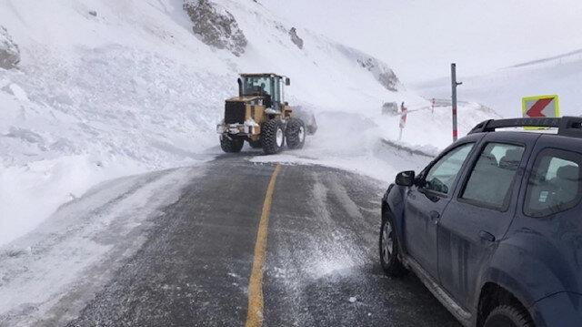 Şavşat Ardahan yoluna çığ düştü: İki saat ulaşıma kapalı kaldı