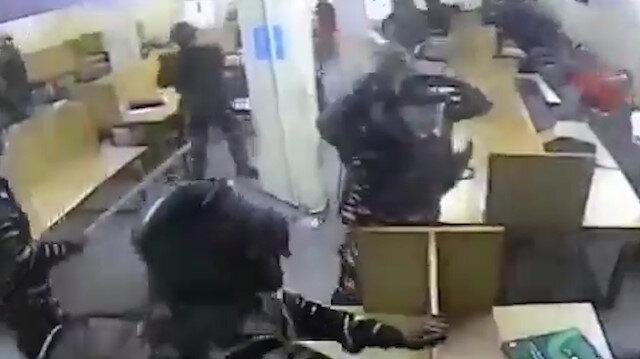 Hindu polisler kütüphanedeki Müslüman öğrencilere canice saldırdı