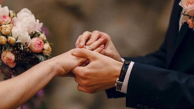 Metropoll anketine göre Türkiye'de evlilik 'olmazsa olmaz'