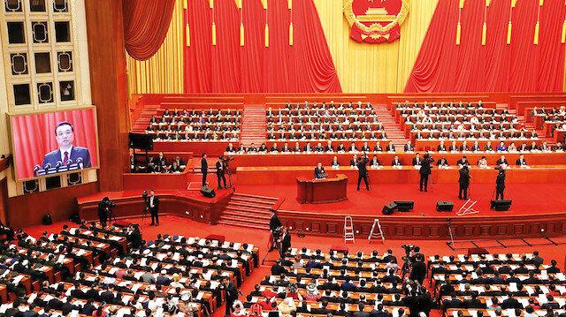 Virüs Çin siyasetini vurdu