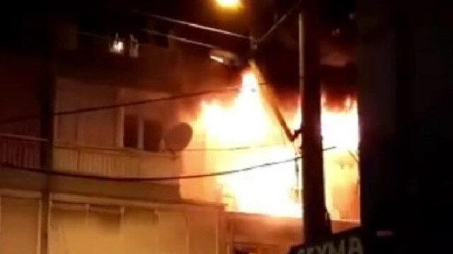Üç katlı bina alev alev yandı