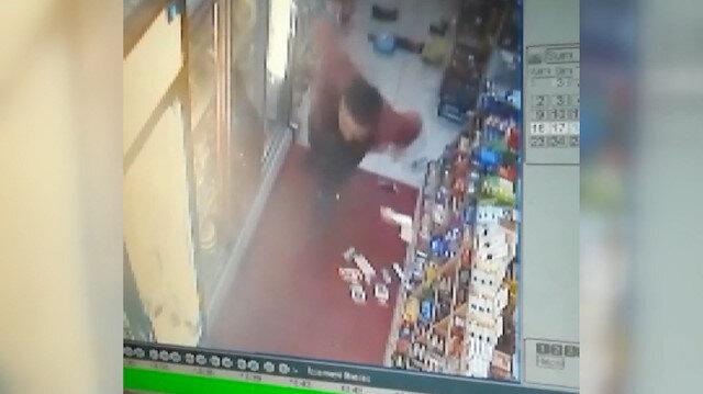Manisa'da 5,2 büyüklüğündeki deprem kameralara yansıdı