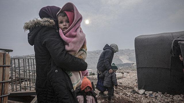 Esed saldırılarında son 6 günde 148 bin sivil daha Türkiye sınırı yakınlarına göç etti