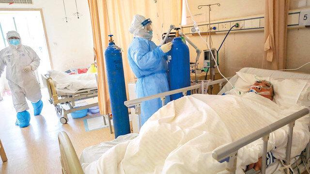 Başhekim virüsten öldü