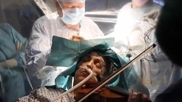 Beyin ameliyatı olurken keman çaldı