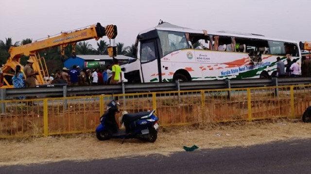 Hindistan'da tırla otobüs çarpıştı: 19 ölü, 23 yaralı