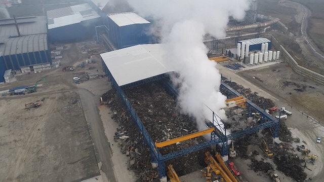 Demir çelik fabrikasının hurdalık deposunda yangın