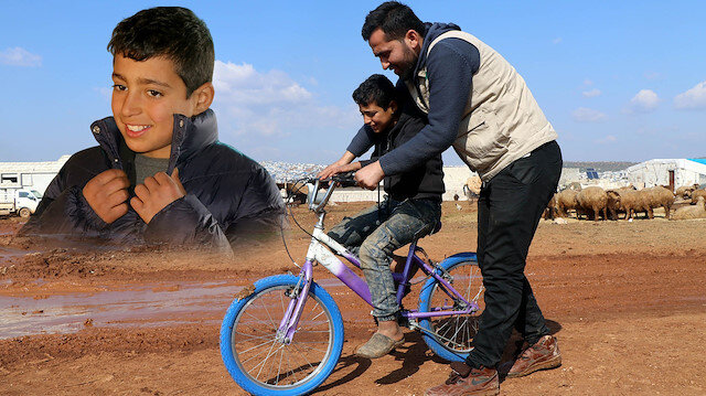 'Babamdan sonra ceket alan olmadı' diyen Suriyeli Fuad'a mont ve bisiklet