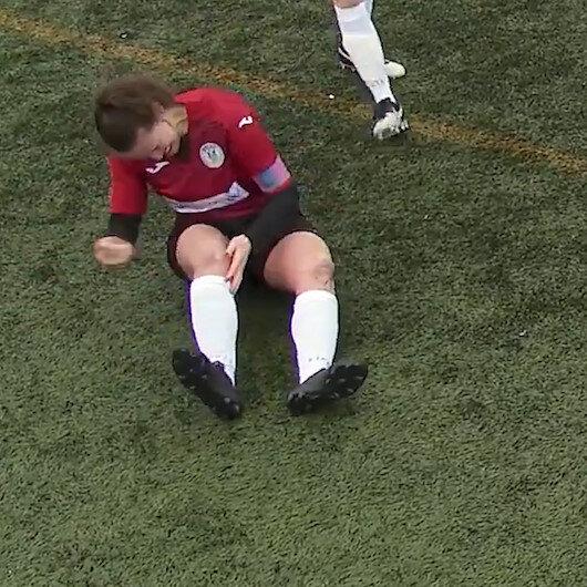 Kadın futbolcu çıkan dizini yumruklayarak geri taktı