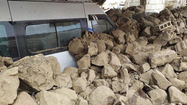 İran'daki depremde Van'da bazı evler yıkıldı