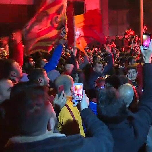 Galatasaraylı taraftarlar Kadıköy galibiyetini Floryada coşkuyla kutladı