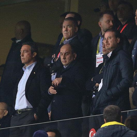 Fenerbahçeli taraftarlar Ali Koçu istifaya çağırdı