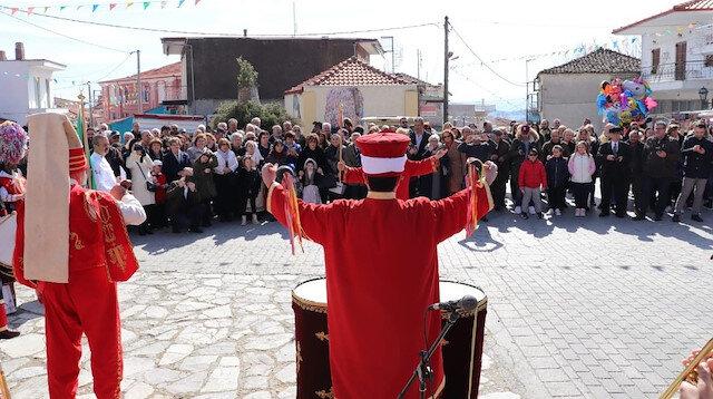 Yunanistan'da kilise önünde ezan ve mehter sesleri yükseldi