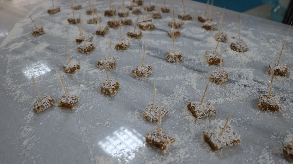 Niğde'de üretilen patates ve cevizden patates cezeryesi ve patates lokumu ürettiler.