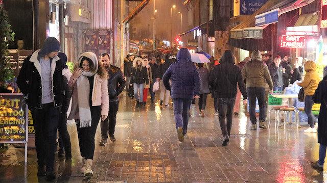 İstanbul'da gök gürültülü sağanak yağmur etkili oldu
