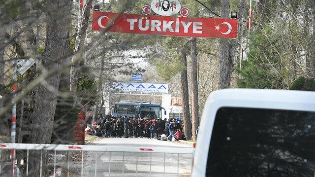 Yunanistan mültecilere sınırı kapattı