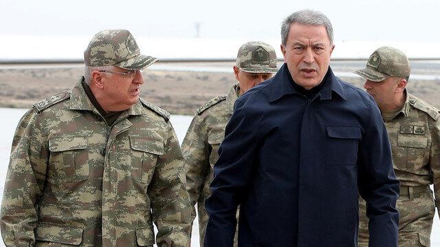 Komutanlar Hatay sınırında: Kara ve hava harekatını Bakan Akar bizzat yönetiyor
