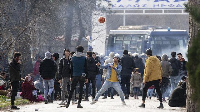 Yunanistan, mültecilere karşı biber gazı ve ses bombası kullanıyor
