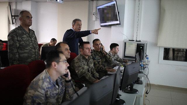 Bakan Akar ve komutanlar sınırdaki Komuta Merkezi'nde: Harekat talimatlarını bizzat verdi