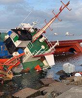 Çarpışan gemiler yan yattı