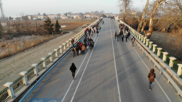 Türkiye sınır kapılarını açtı: Göçmenler akın akın gitmeye devam ediyor