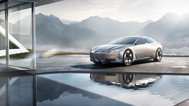 BMW de logosunu değiştirdi: İşte merakla beklenen modelde ortaya çıkan yeni logo