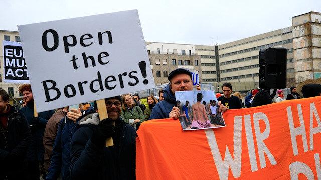 Merkel ve Miçotakis'in sığınmacı politikası protesto edildi