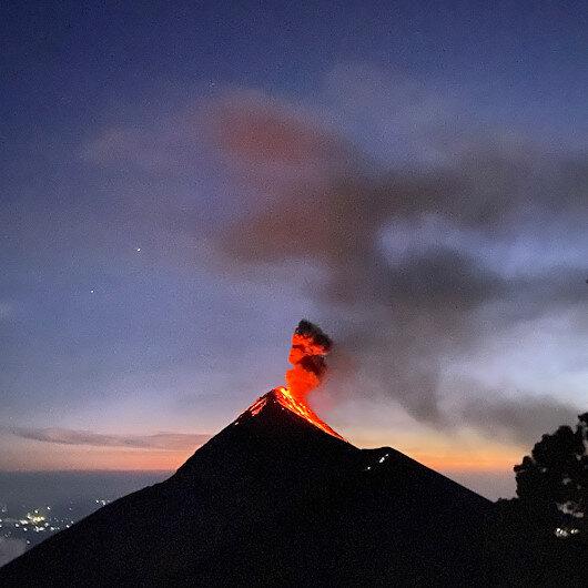 Yanardağ patlamasının  eşsiz görüntüleri