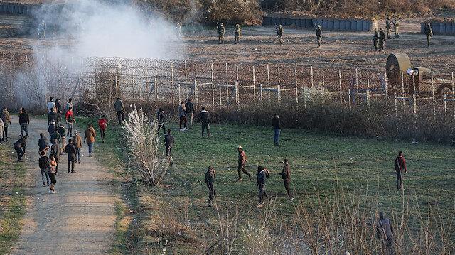 Yunan askerlerinden sınırda akılalmaz yöntem: Gaz bombalarının etkisini artırmak için 'fan' kullanıyorlar