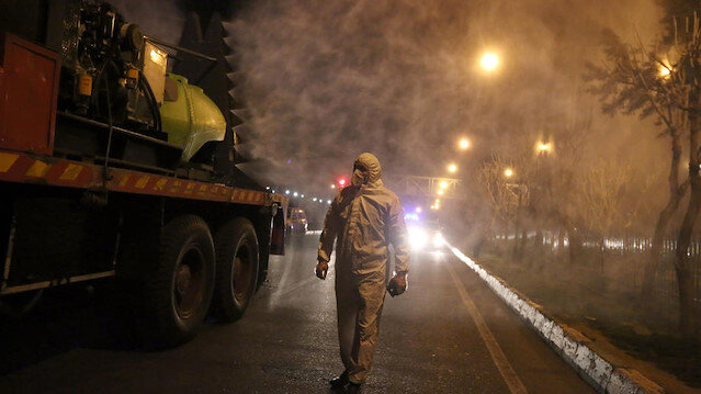 İran'da koronavirüs nedeniyle satış yerleri, sokak ve caddeleri boşaltacak