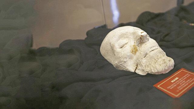 Akif'in maskı ilk kez sergileniyor