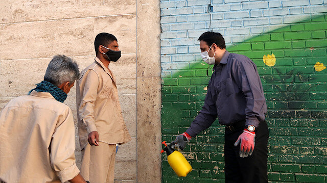 İran'da koronavirüse karşı alınan önlemleri uygulamayanlara 1 yıla kadar hapis