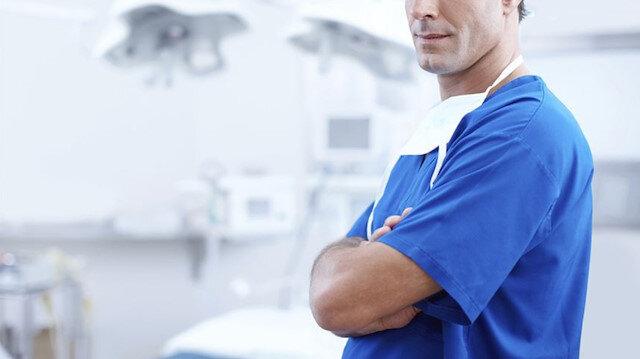İngiltere'de koronavirüsle mücadele için 65 bin emekli sağlık çalışanı göreve çağrıldı