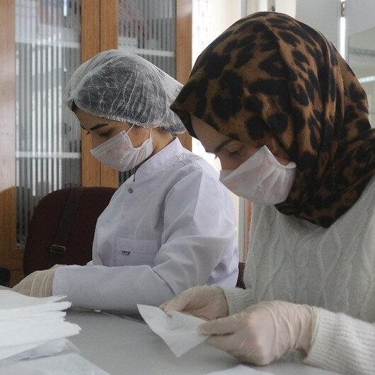 Meslek liseleri fabrika gibi maske üretiyor