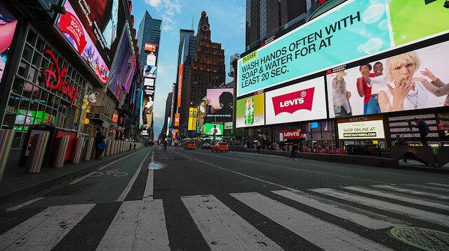 ABD'nin kalbi New York'ta koronavirüs nedeniyle kısmi sokağa çıkma yasağı ilan edildi