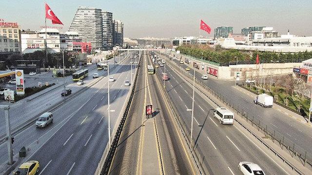 Metrobüs durakları İstanbul'da boş kaldı: Toplu ulaşım yüzde 64 düştü