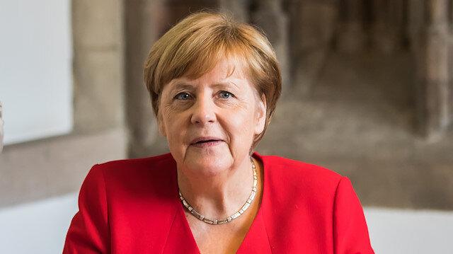 Merkel kendisini karantiya aldırdı