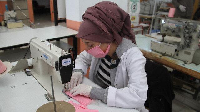 Yıkanabilir koruyucu maske üretiyorlar