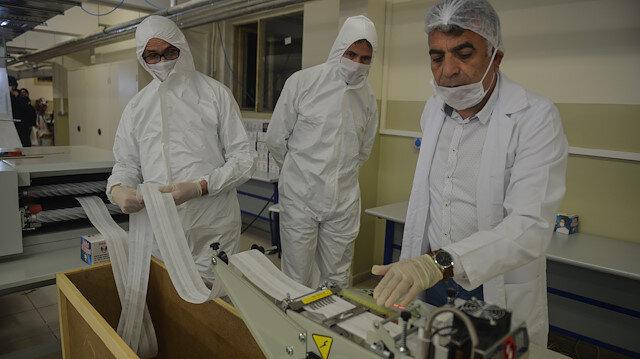 İstanbul'daki 7 okul maske ve tulum üretiyor