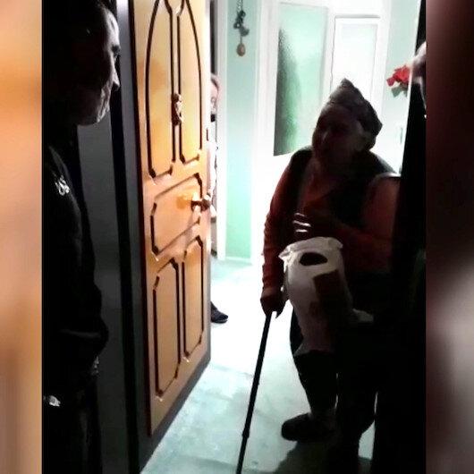 İstediği malzemelerin geldiğini gören 82 yaşındaki Türkün teyze gözyaşlarını tutamadı