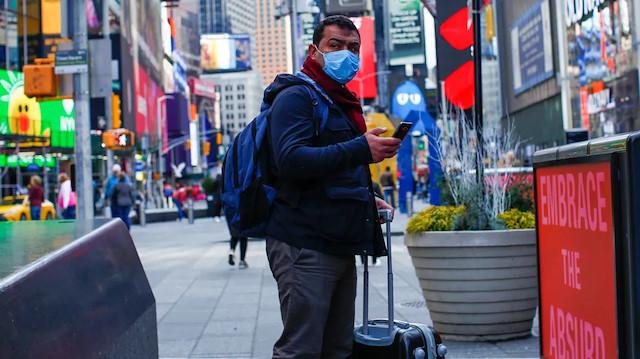 New York'ta koronavirüs sebebiyle hastaneye kaldırılanların sayısı bir günde yüzde 40 arttı